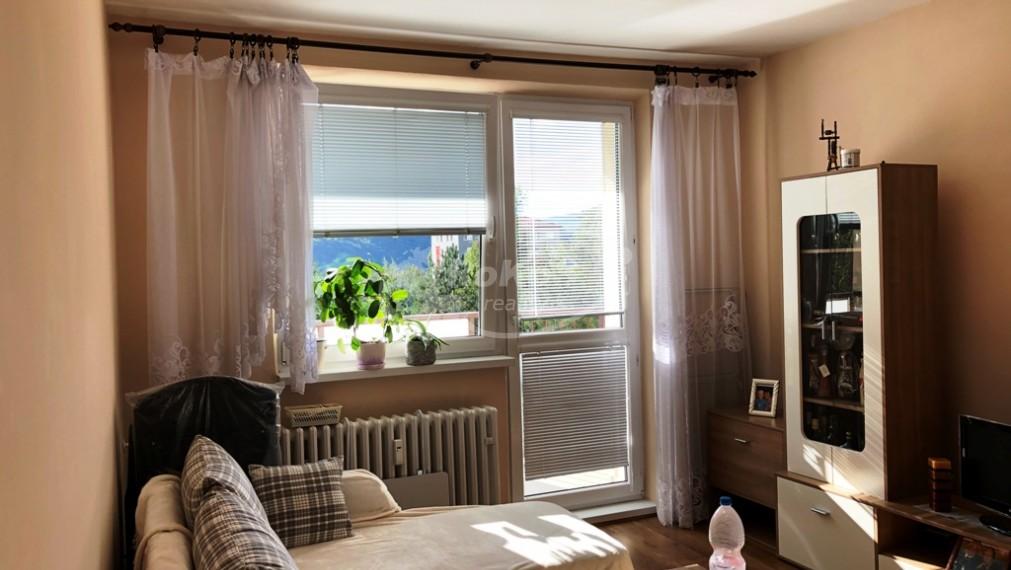Slnečný 2 izbový byt s balkónom